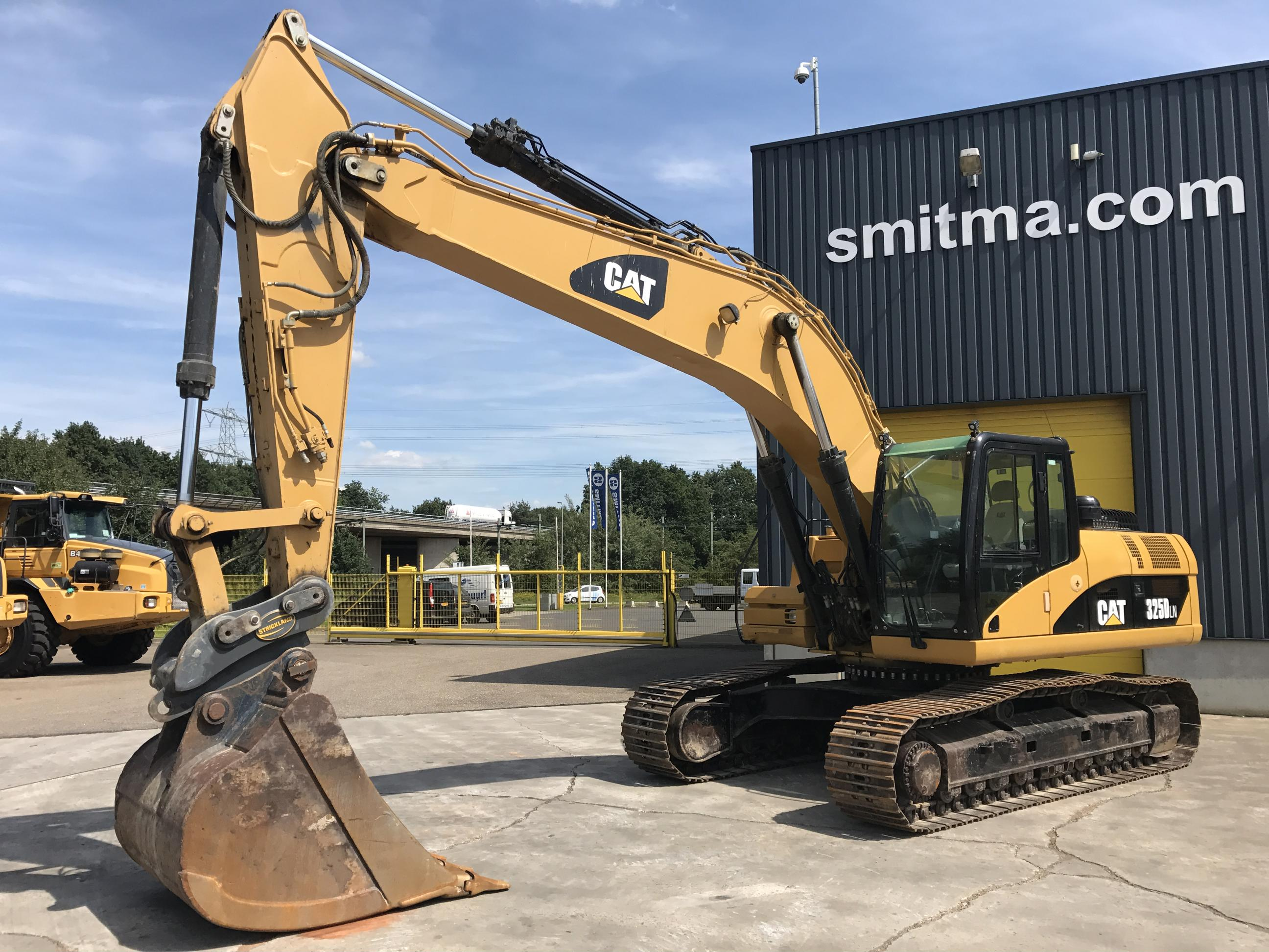 excavator on tracks caterpillar 325d ln smitma